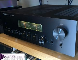 Yamaha_A-S2200_on-Hi-Fi_Racks_support